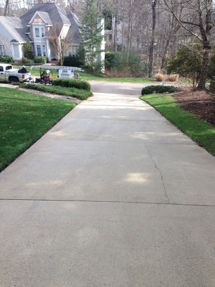 Driveway concrete cleaning pressure washing raleigh for Concrete cleaning service